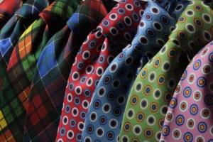 EMail-Marketing-Tricks-Symbolbild-Krawatte